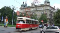 Tatra T2 v Plzni při průvodu vozidel k 110 let MHD Plzeň.